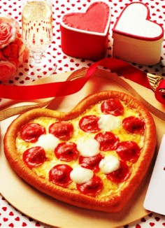 romantic valentines day dinner with heart shaped pizza 2014 valentines day dinner ideas-t44406