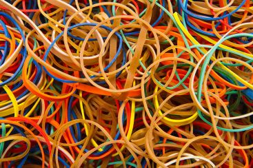 1024px-Rubber_bands_-_Colors_-_Studio_photo_2011