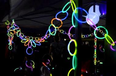 glownecklaces_glowingdecorations